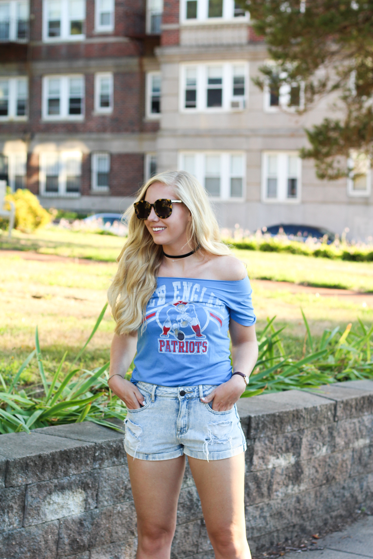 6b6fa8460eac 6 Game Day Outfit Ideas for Tailgating + Football Games - Brunch on Sunday